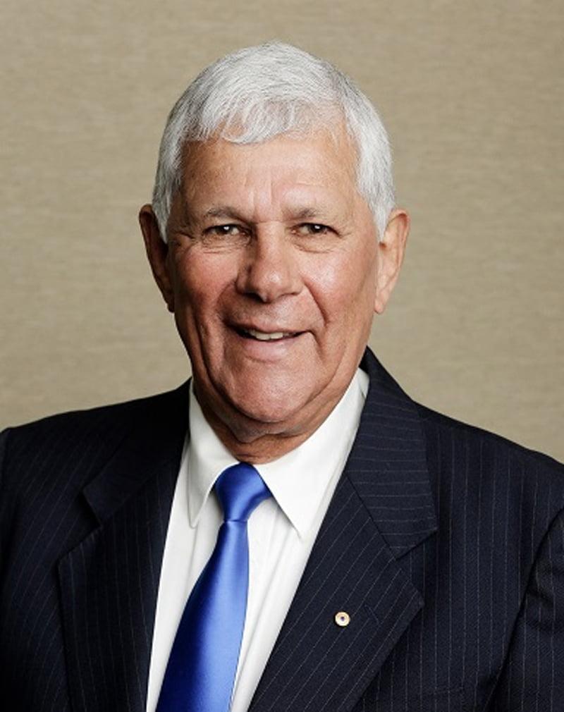 Dr Robert Isaacs AM JP